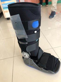 Bota caminar articulada