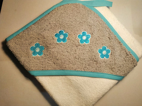 Capa de baño bordado