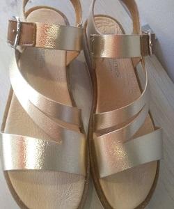 Sandalias cuero combinado con oro